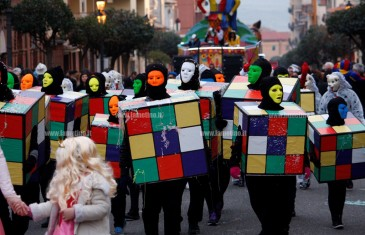 Lamezia, sfilata dei Giganti dell'Allegria per il Carnevale 2016