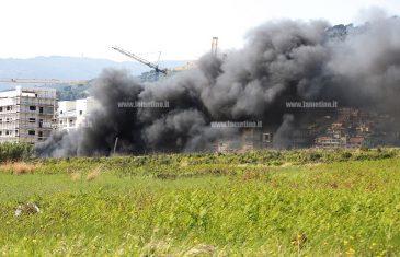 Lamezia, continuano gli incendi al campo rom di Scordovillo