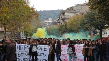 Lamezia, studenti in corteo contro alternanza scuola-lavoro