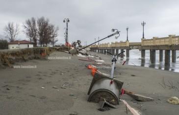 Maltempo, distrutto dalle mareggiate il lungomare di Nocera