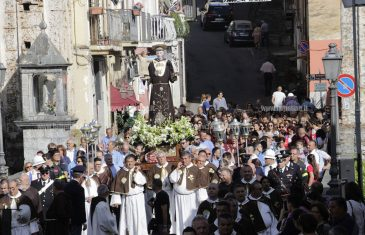 Lamezia: la pioggia non rovina la processione, tanti fedeli in festa per Sant'Antonio