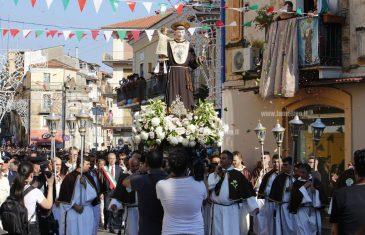 Lamezia, la città omaggia Sant'Antonio con la tradizionale processione