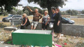 """Lamezia tra rifiuti e degrado, i residenti di Capizzaglie: """"Questa non è civiltà"""""""