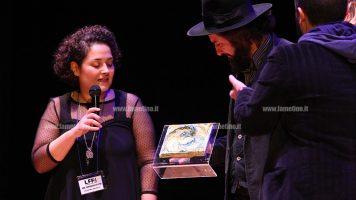 """Lamezia Film Fest: Vinicio Capossela riceve il premio """"Esordio d'autore"""" sul palco del Grandinetti"""