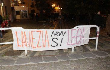 Lamezia, Salvini contestato in piazza Mercato Vecchio
