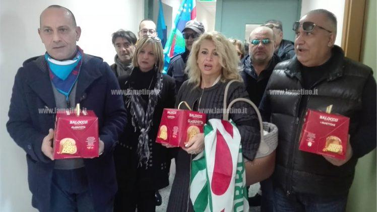 """Lamezia, sindacati e dipendenti in protesta: """"Questo Comune non deve morire"""""""