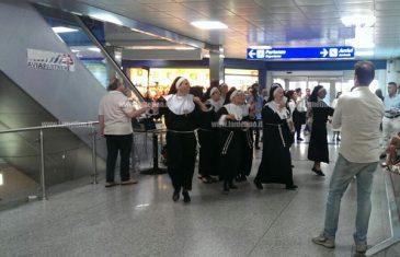 Lamezia, flash mob all'aeroporto