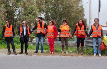 """""""Una passerella come alternativa al pericoloso ponte che collega Lamezia e Gizzeria"""", l'appello delle associazioni con un flashmob"""