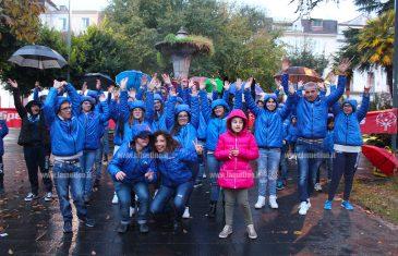 Lamezia, nemmeno la pioggia ferma il flashmob dei ragazzi della Lucky Friends