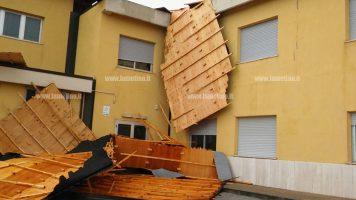 Lamezia, maltempo: scoperchiati tetti di alcune scuole