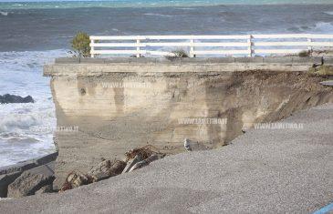 Maltempo, mareggiata devasta lungomare di Gizzeria, Falerna e Nocera