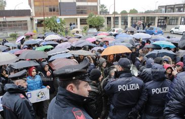 Lamezia, associazioni e studenti manifestano contro chiusura impianti sportivi comunali