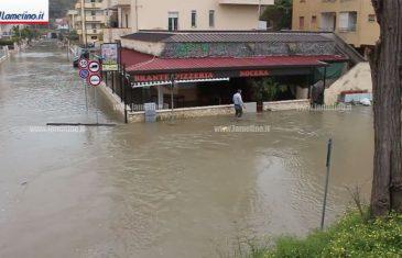Mareggiata e allagamenti a Nocera, persone bloccate in casa e nei negozi