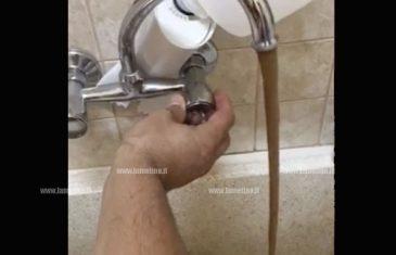 Lamezia: acqua marrone dal rubinetto, la denuncia di un cittadino