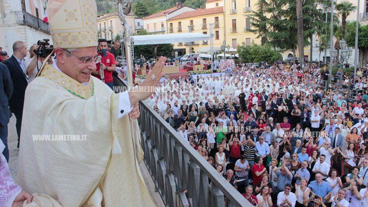 Lamezia, il giorno di monsignor Schillaci: la città abbraccia il nuovo Vescovo