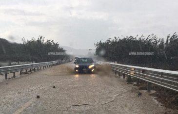 Lamezia, il torrente Turrina fa di nuovo paura: allagate aziende e SS 18
