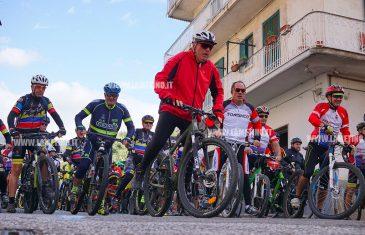 """Lamezia, in trecento alla """"Pedalata per la sicurezza"""" in ricordo degli 8 ciclisti"""