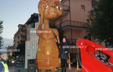 Lamezia, i giganti dell'allegria aprono il Carnevale 2018: omaggio a Rambaldi e ai 50 anni della città