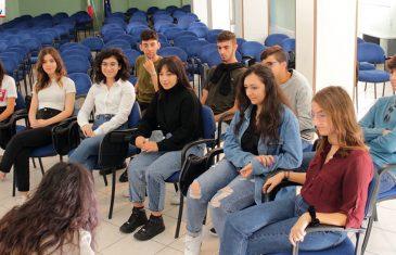 """Dalla politica alle problematiche sociali: parlano i giovani dell'istituto """"De Fazio"""""""