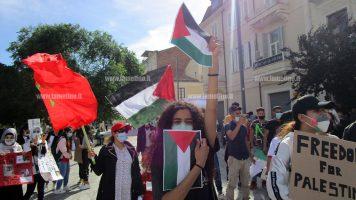 """Lamezia, in piazza Mazzini manifestazione pro-Palestina: """"Basta violenza"""""""