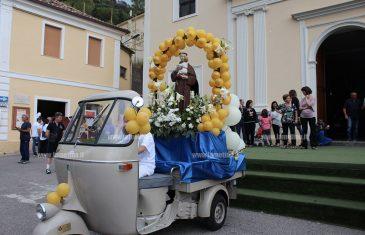 Lamezia, si rinnova anche quest'anno il tradizionale vespa raduno in onore di Sant'Antonio